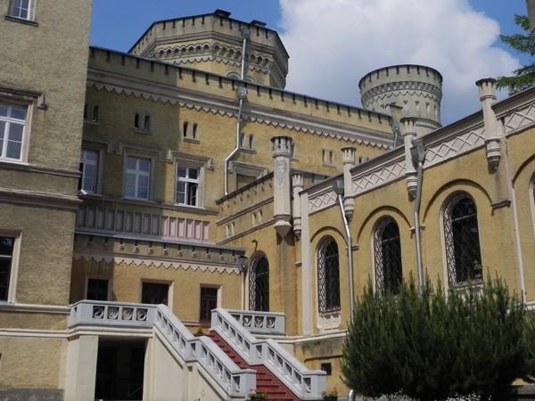 Jabłonowo Pomorskie. Klasztor w angielskim pałacu