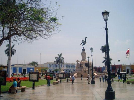 Trujillo. W mieście i na plaży w Hauchaco