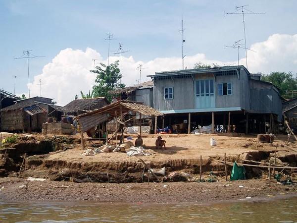 Chau Doc Łodzią z biegiem Mekongu