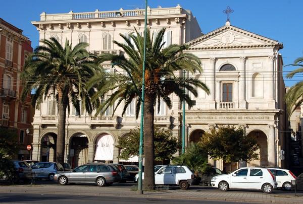Cagliari. Widoki z siedmiu wzgórz