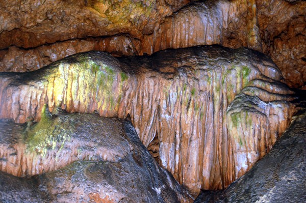 Sadali. W Jaskiniach Czarodziejek
