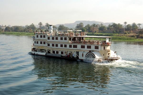 Nil Spotkanie z pływającym zabytkiem