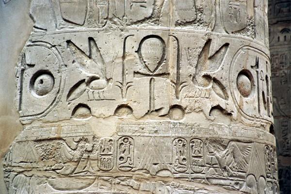 Karnak i Luksor. Co zostawili dawni wandale