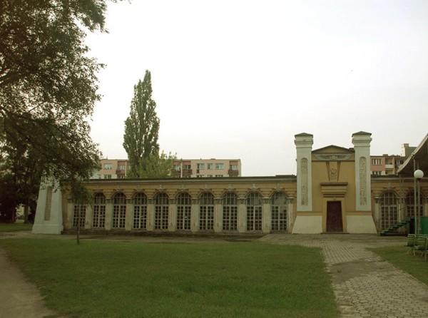 Końskie Pałacowy park przecięty na pół