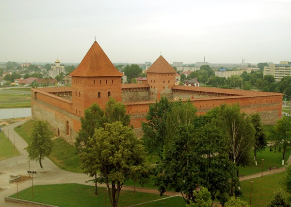 Lida Zamek odbudowany i… rozbudowany