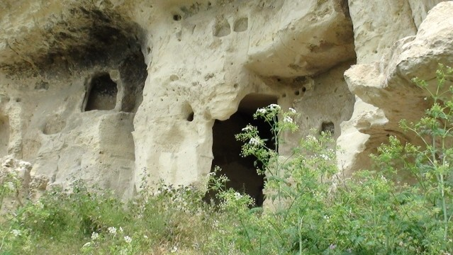 Bakczysaraj W skalnej twierdzy Czufut-Kale