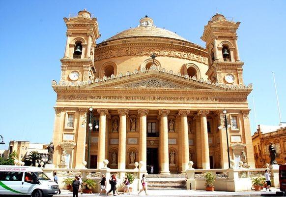 Mosta. Panteon w małej maltańskiej wiosce
