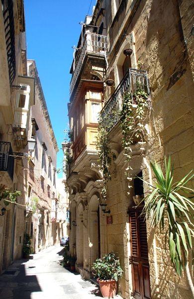 Vittoriosa-Birgù. Domy zakonne, oberże i kościoły