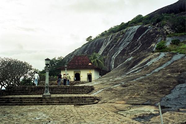 Dambulla. W historycznym trójkącie Cejlonu