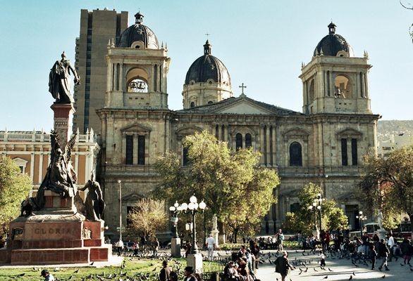 La Paz Place, zaułki i muzea starówki