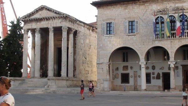Pula. Rzymskie kolumny wokół Forum