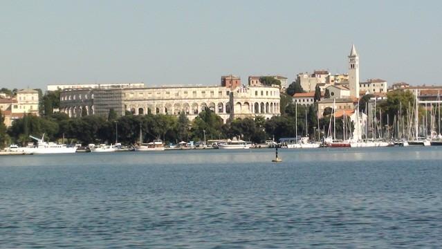 Pula. Panorama od strony morza