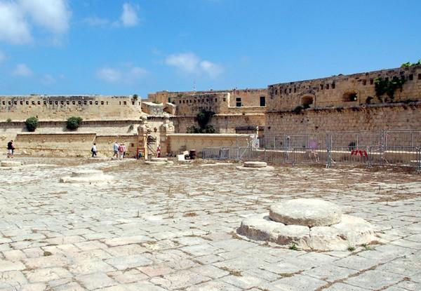 La Valletta. Burzliwe losy fortu św. Elma