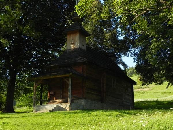 Jalová. Starą cerkiewkę zjadł kołatek