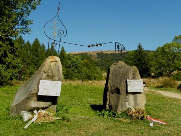 Przełęcz Wyżna. Pomniki przy bieszczadzkiej obwodnicy
