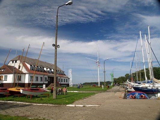Trzebież Plaża, port i wspomnienie po kolei