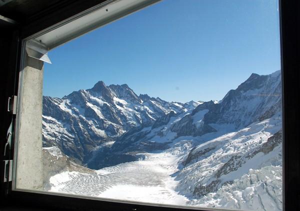 Jungfraujoch W górę stuletnią koleją