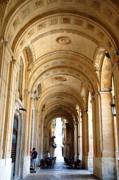 La Valletta. Wykopaliska i księgozbiory