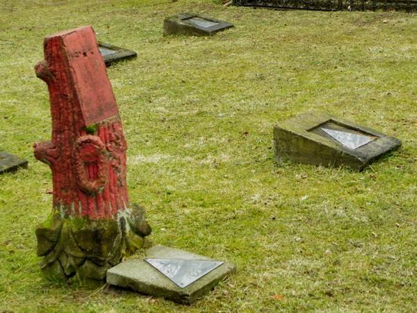 Borne Sulinowo. Cmentarz z barwną pepeszą