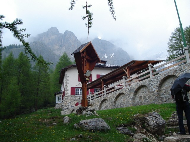 Val Contrin Dolina pod ścianą Marmolady