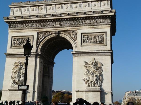 Paryż. Grób Nieznanego Żołnierza pod łukiem