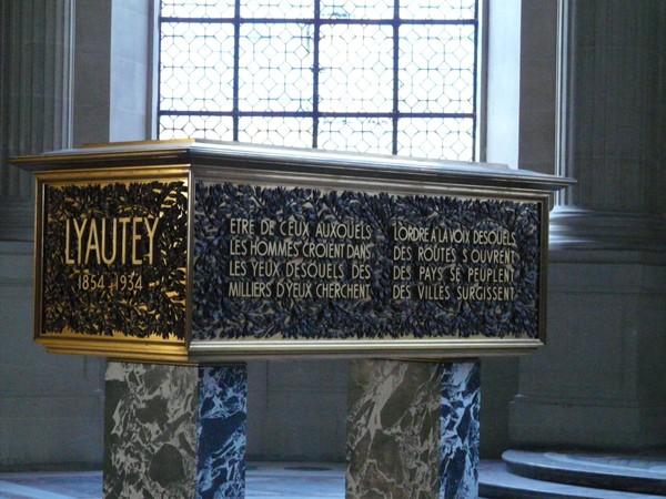 Paryż. Napoleon Bonaparte u Inwalidów