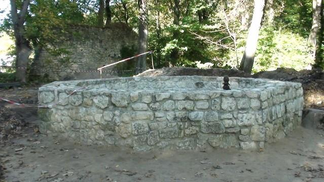 Ojców. Ruiny zamku, gdzie ojciec się krył