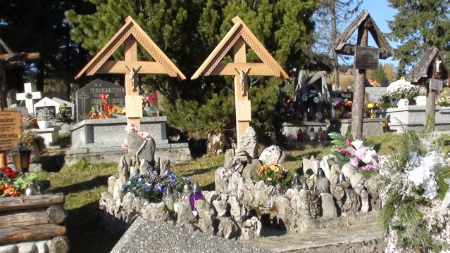 Kościelisko. Krzyż Polski na cmentarzu