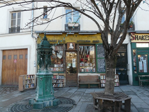 Paryż. Shakespeare and Co. Literacki raj