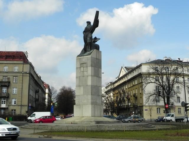 Warszawa Pomnik Lotnika w drodze… na lotnisko