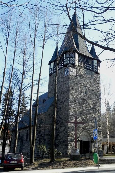 Karpacz. Kościół z ciosanego kamienia