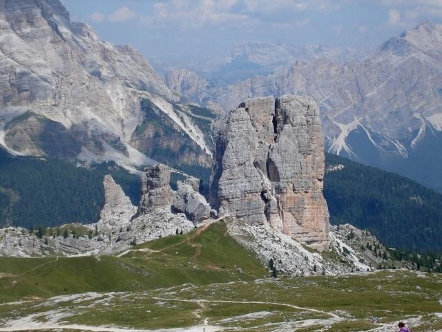Averau-Nuvolau. Przez skalne miasto Becco Muraglia