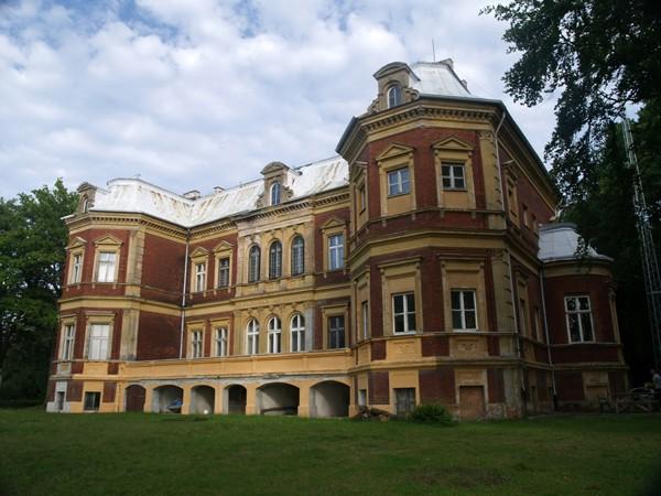 """Nowe Warpno Pałac w Karsznie """"oddycha"""" na nowo"""