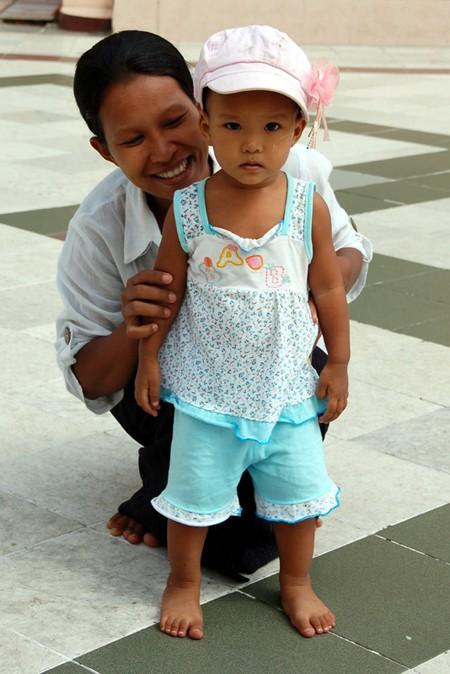 Birma. Kraj 100 000 stup i życzliwych ludzi