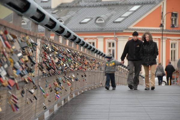 Kraków. Kładka Bernatka, czyli most miłości