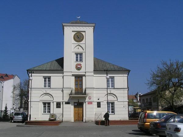 Piaseczno Pod znakami krzyża i półksiężyca
