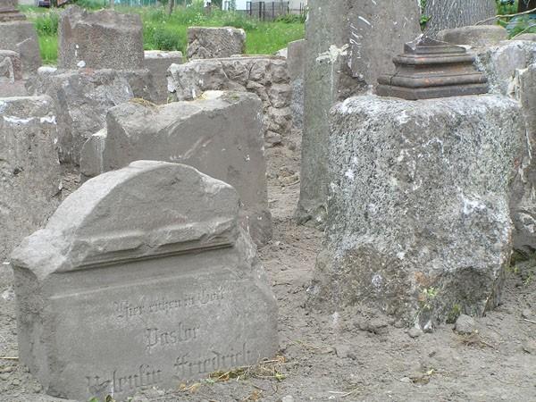 Sibin Lapidarium na przykościelnym cmentarzu