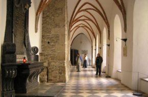 Święty Krzyż Królewskim szlakiem do klasztoru