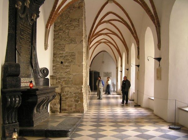 Święty Krzyż. Królewskim szlakiem do klasztoru