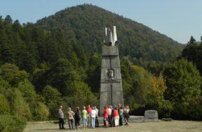 Jabłonki Stoi jeszcze pomnik generała