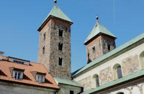 Czerwińsk nad Wisłą Romańskie wieże nad przeprawą