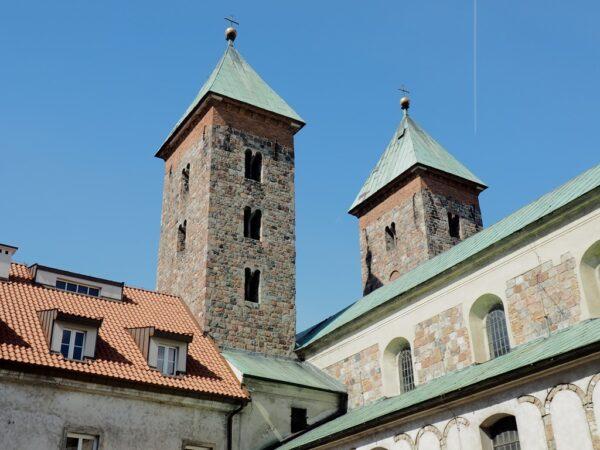 Czerwińsk nad Wisłą. Romańskie wieże nad przeprawą