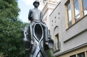 Praga Franza Kafki pomnik duży i mały