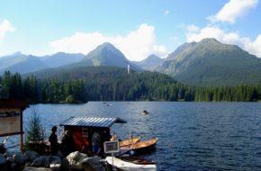 Szczyrbskie Jezioro Ścieżką wokół tatrzańskiego stawu