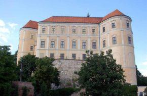 Mikulov Wino w zamku i w winnicach