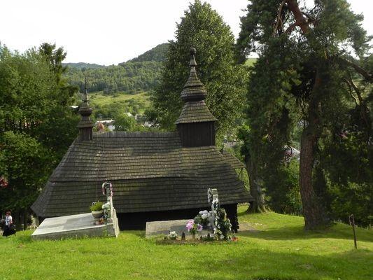 Inovce. Cerkiewka na wiejskim wzgórzu