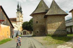 Podolínec Dwie wieże kościoła pijarów