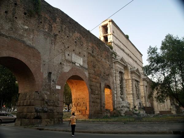 Rzym. Grobowiec starożytnego piekarza