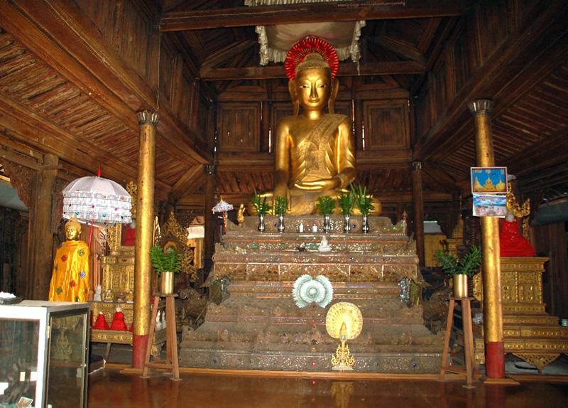 Shwe Yan Pyay. Krótki przystanek u buddyjskich mnichów