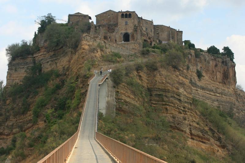 Civita Umierające miasto